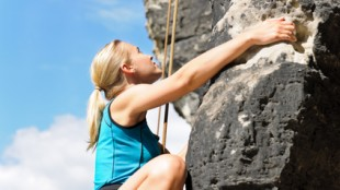 Escaladora en roca