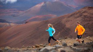 Pareja entrenando trail running